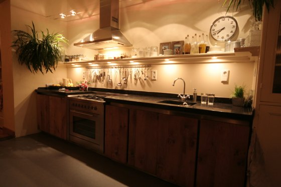 Keuken Eiken Houten : Eiken keukens en badkamers eiken meubelen meubelmakerij